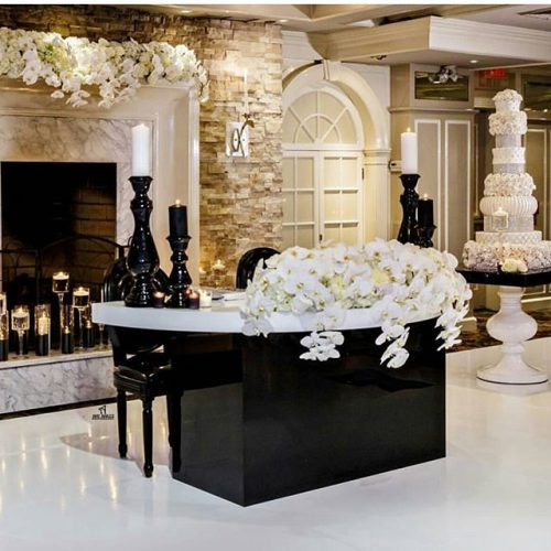 Black and White Sweetheart Table
